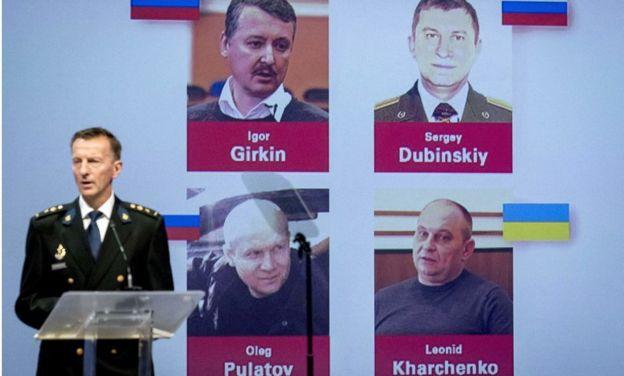 """Persoanele implicate în acest caz sunt cetățenii ruși, general-maiorul Serghei Dubinski (""""Hmurîi"""") colonelul Oleg Pulatov (""""Gyurza""""), colonelul FSB Igor Strelkov (numele real Girkin) și ucrainianul Leonid Harchenko (""""Krot"""")."""