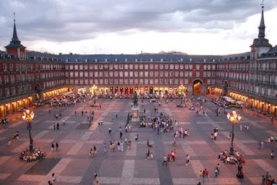 Foto Sebastian Dubiel em Wikimedia - Matéria Plaza Mayor de Madri - BLOG LUGARES DE MEMORIA