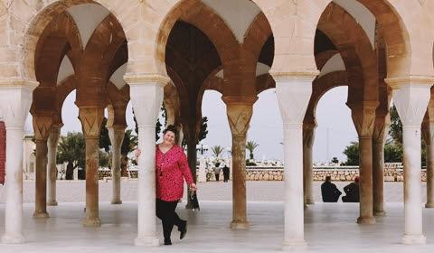 Cautand Coupable Femeie Tunisia)