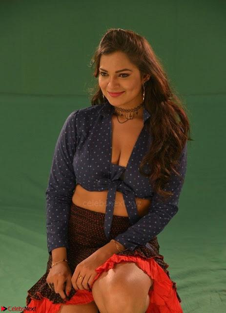 Ashwini Sizzling Pics in Tamil movie Jeyikkira Kuthira 005.jpg