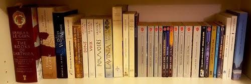 Une bibliothèque de livres de Ursula K. Le Guin