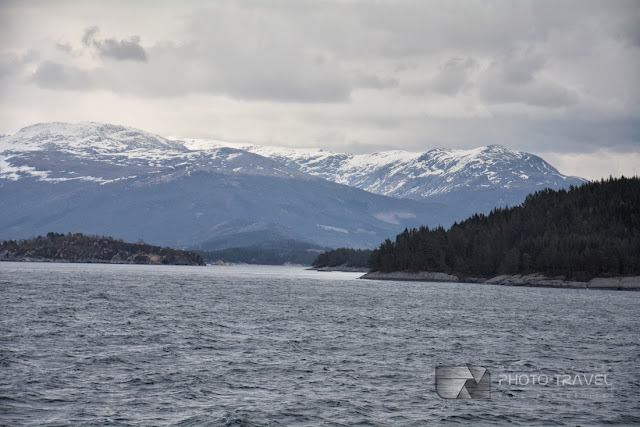 Widok na norweskie fiordy z promu