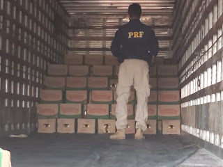 Em Campo Maior, polícia recupera caminhão e carga de óleo roubada