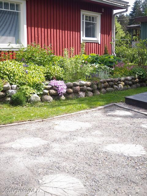 puutarha sorakäytävät raparperi betoni laatat reunakivet sammaleen poisto rikkaruohottomaksi