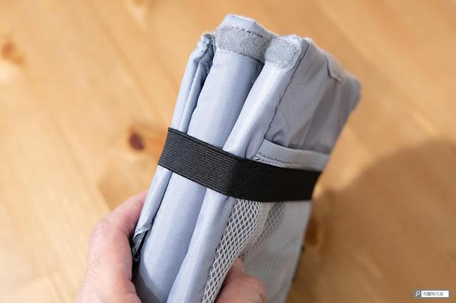 【開箱】輕巧收納好方便,HAKUBA 可折相機內袋 - 整個內袋的收納厚度大概是 4 公分上下