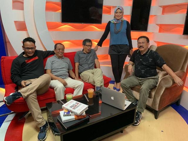 Prabowo Gabung Koalisi Jokowi, Rocky Gerung: Bong, Lu Cuma Kebagian Tulang