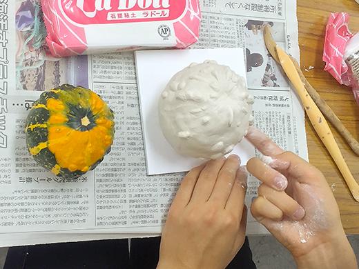 横浜美術学院の中学生教室 美術クラブ 紙ねんど立体「ハロウィーンかぼちゃの模刻」8
