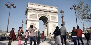 get around Paris Walking