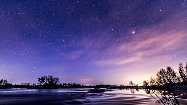 Κοιτάξτε στον ουρανό του Απριλίου: Πλανητικές συναντήσεις, μετεωρολογικές καταιγίδες και το πιο Σούπερ Ροζ Φεγγάρι!