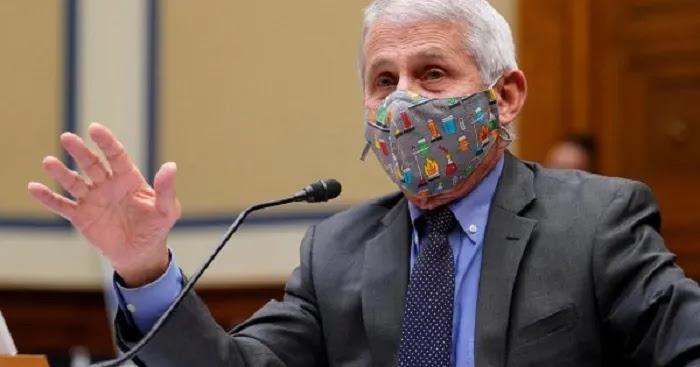 Άντονι Φάουτσι: Οι εμβολιασμένοι πρέπει να αρχίσουν να φορούν μάσκες ξανά!