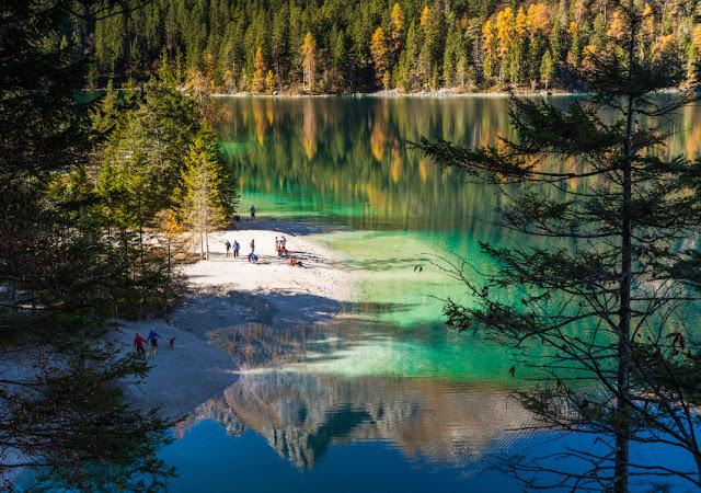 lago di tovel autunno foliage