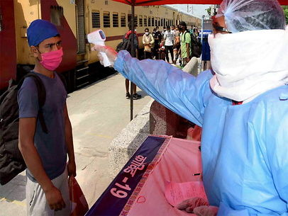 अमेरिका-ब्रिटेन सब पीछे, टीकाकरण में भारत सबसे आगे, जानें कहां कितने लोगों को लगी वैक्सीन