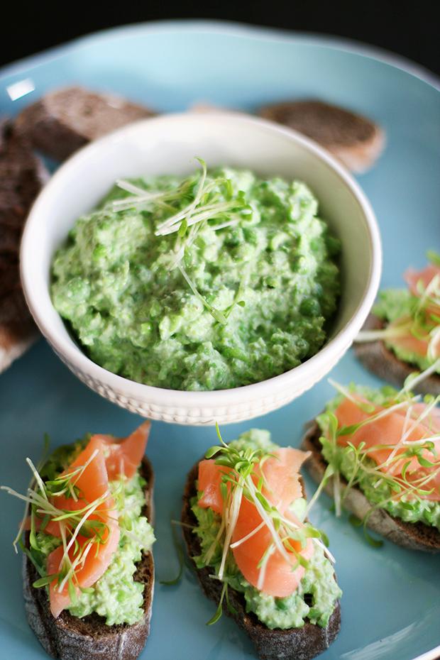 Mini salmon, pea and mint tartine