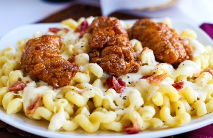 Honey Pepper Chicken Mac and Cheese #party #dinner