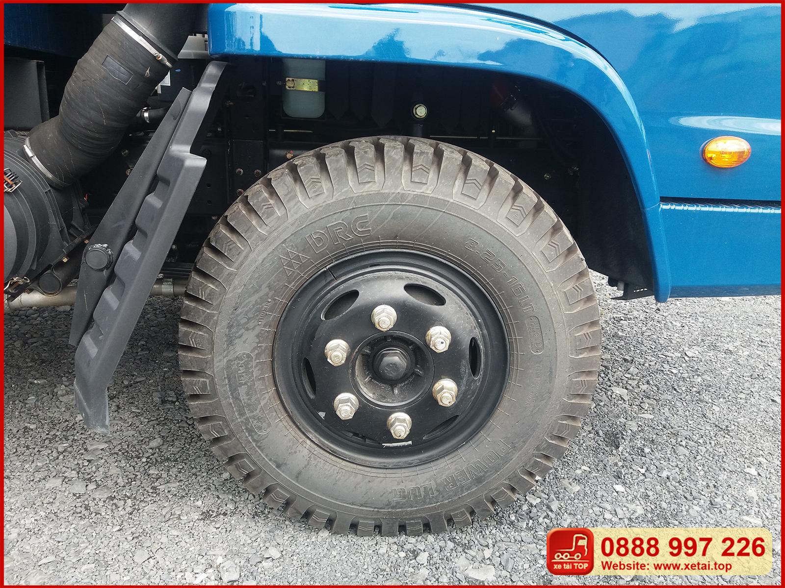 Lốp trước xe ben Thaco FD500