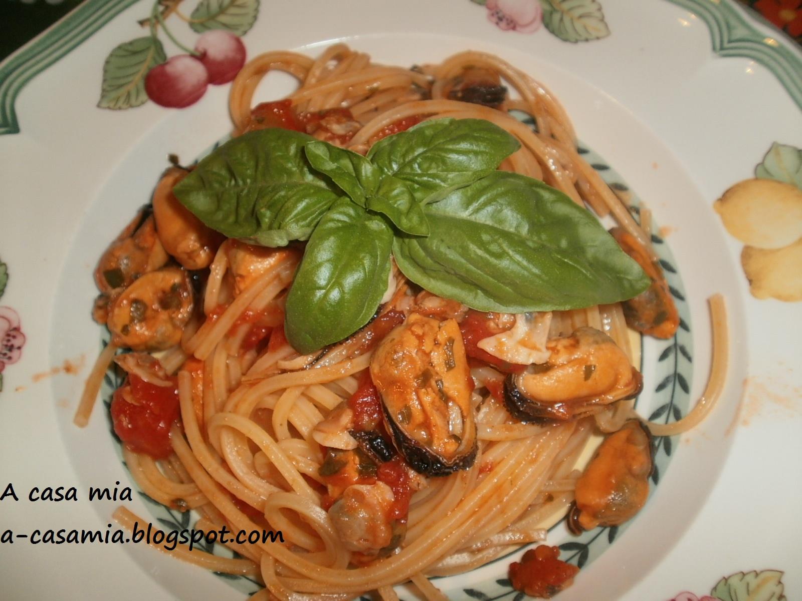a casa mia: spaghetti alla chitarra con cozze e vongole (surgelate)
