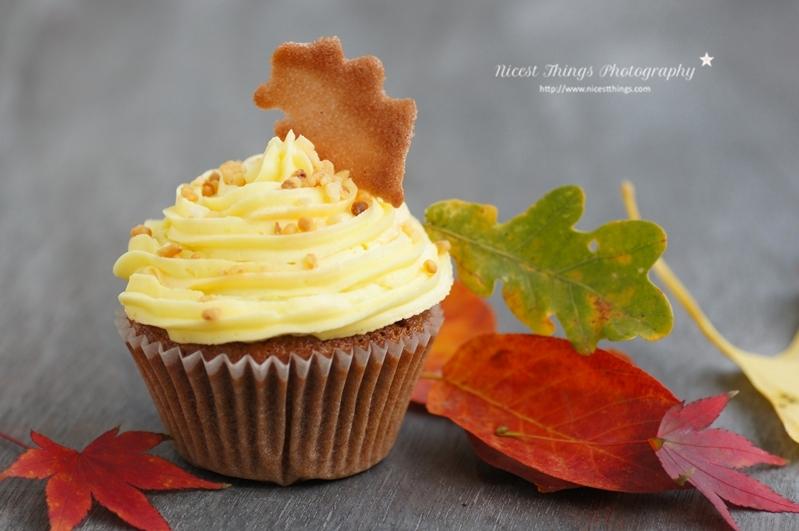 Rum Krokant Cupcake mit Herbstblätter Keks Deko