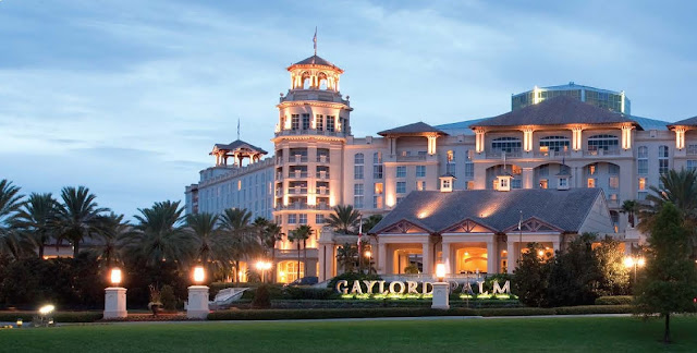 Uncover a one-of-a-kind enchanted surrounding at Gaylord Palms Resort & Convention Center. This upscale resort in Kissimmee, Florida features a premier location just minutes from Walt Disney World® and Universal Orlando Resort™.