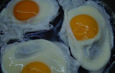 яйца на воде