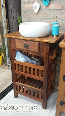 Celeiro Mineiro Móveis Rústicos: fruteira como gabinete de banheiro com cuba de sobrepor