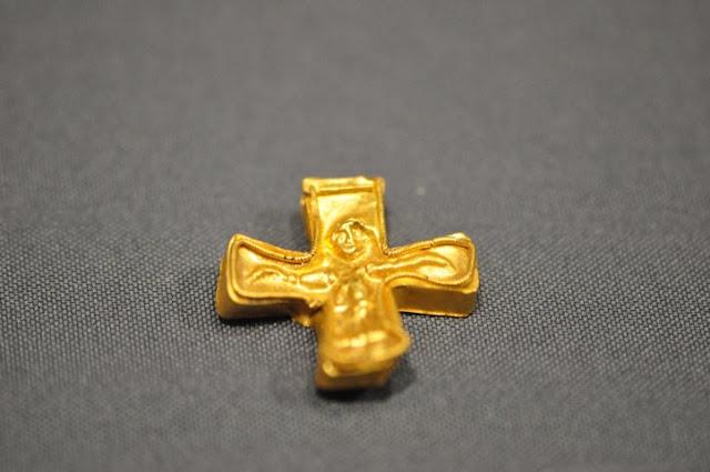 złoty krzyżyk z Zagórzyc