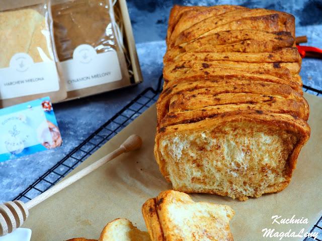 Odrywany chlebek marchewkowy z cynamonem
