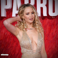 Jennifer Lawrence in a golde glittering gown at Red Sparrow Premiere in London ~  Exclusive Galleries 017.jpg