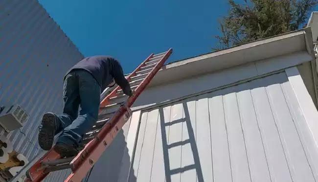 Έπεσε από σκάλα 3 μέτρων: Πέθανε από κορωνοϊό, είπαν οι γιατροί