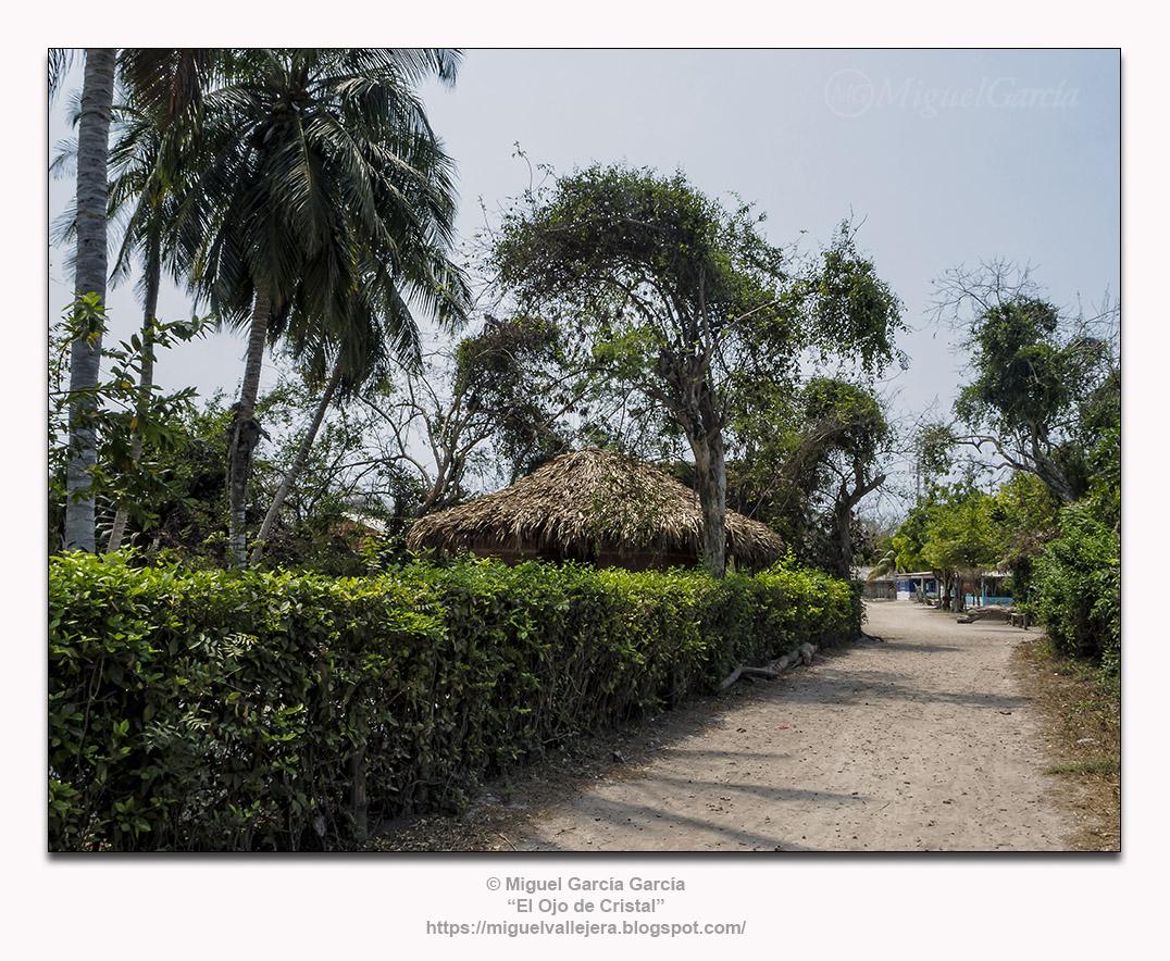 Isla Grande, Colombia. Caminos de la isla.