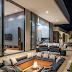Lounge externo com piso rebaixado com lareira e sofá em tons de azul!