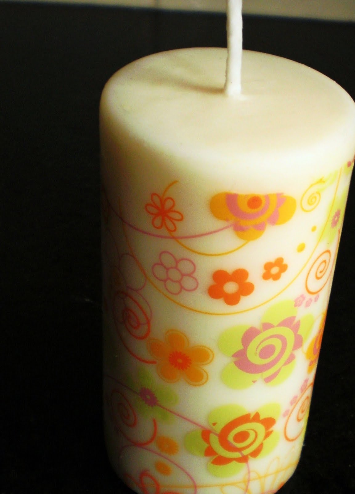 Decorer Une Bougie Avec Des Fleurs Pour Les Defunts