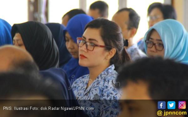 Jokowi Diserang Isu Gaji PNS Naik, Langsung Dibalas, Jleb!
