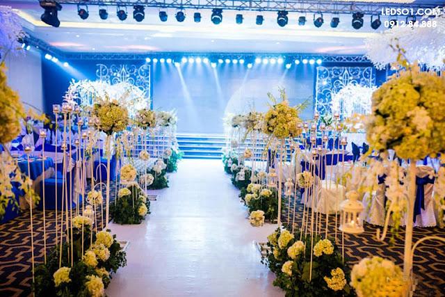 Mẫu đèn trang trí sâu khấu tiệc cưới đẹp, sang trọng 3