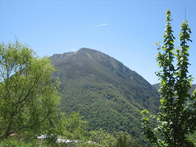 Rutas Montaña Asturias: Cueto Arbás, desde la carretera que baja a Cangas del Narcea