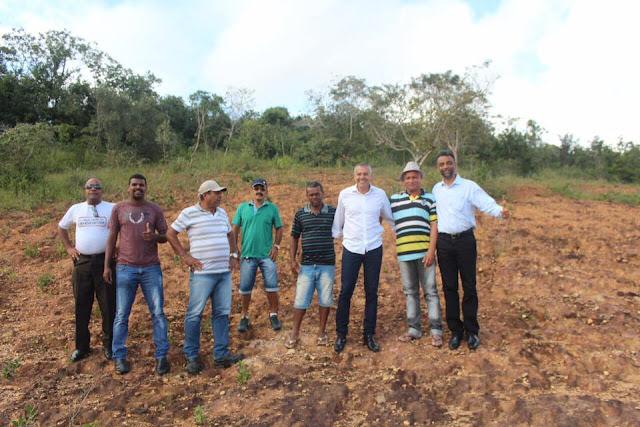 Vereador Ozeas Menezes comemora recuperação da estrada da Nova Esperança, em Alagoinhas