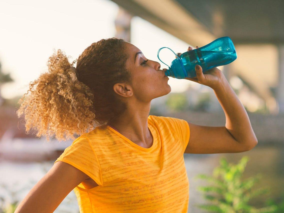Como Beber Mais Água Pode Ajudá-lo a Perder Peso