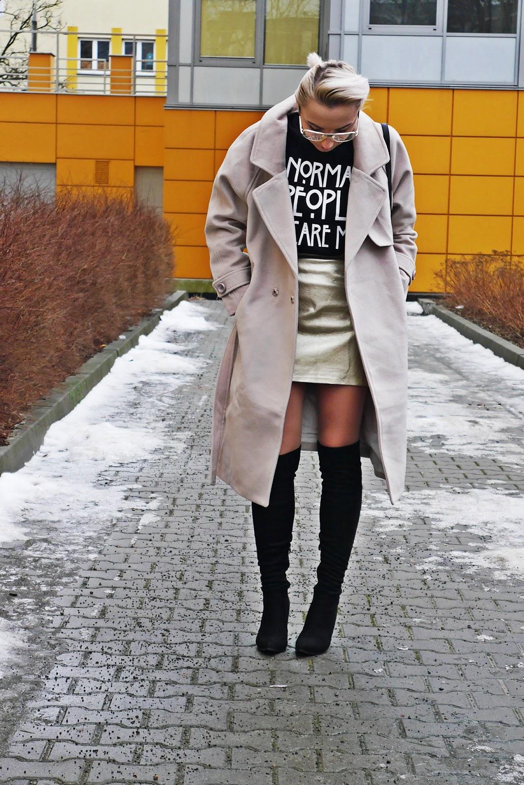 bezowy_plaszcz_zaful_zlota_spodnica_karyn_230117