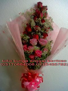 fourhand bunga tangan mawar pink holland dan mawar merah holland