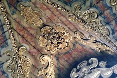 detalhe do teto de uma igreja