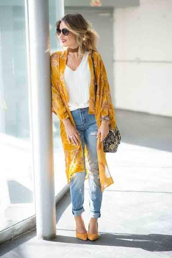Kimono, calça jeans e scarpin