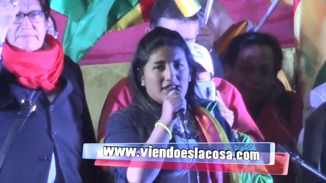 Joven alteña se estrella contra el gobierno de Evo Morales