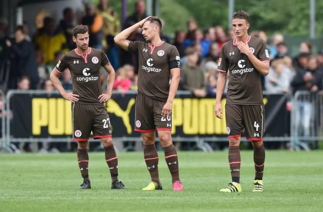 Estréia dos novos uniformes em amistoso contra o Borussia Dortmund