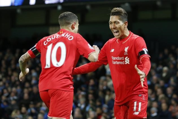 Liverpool's Brazilian duo Philippe Coutinho and Roberto Firmino celebrating