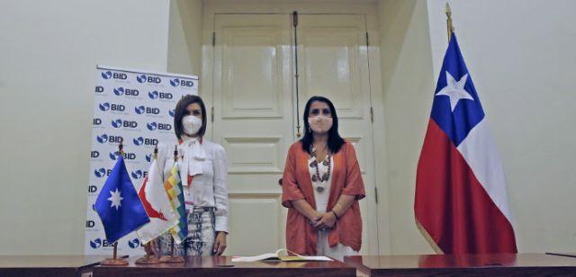 Yolanda Martínez y Karla Rubilar