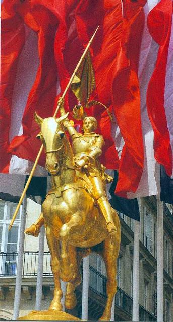 Santa Joana d'Arc: estátua em Paris, do escultor Frémiet