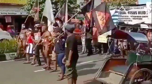 Mahasiswa Rayakan Kemerdekaan Papua di Surabaya, Kok Aparat Diam Saja?