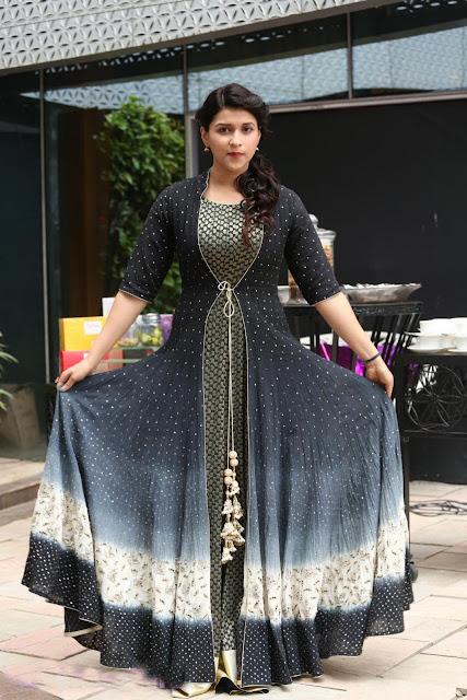 Mannara Chopra in Long Dress At Gold Drop Teluginti Vantakam Contest 2016