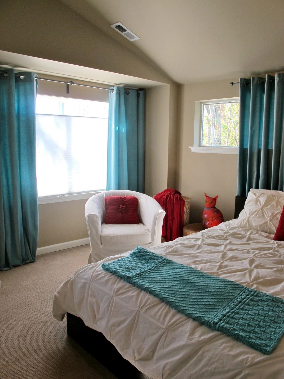 BluKatKraft: Simple Bedroom Makeover: White, Turquoise & Red