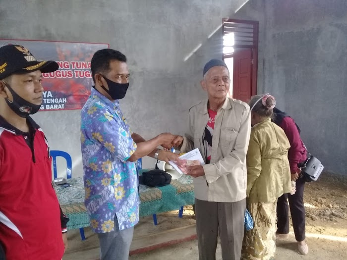 Tiyuh Candera Jaya Salurkan BLT DD Kepada Masyarakat 40 Kk Penerima BLT.