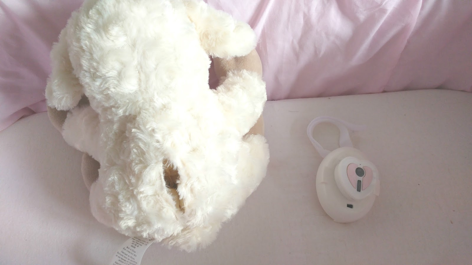 We've been searching for the perfect bedtime companion for Zara and this Summer Infant Lamb is perfect.